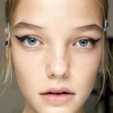 Trend Autunno 2015 - 01 - Eyeliner marcato