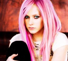 Avril-Lavigne-Celebrity-Hairstyles-with-the-Best-Pink-Hair-Color