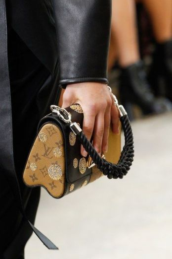 louis-vuitton-wristlet-bag-ss17-credit-pinterest