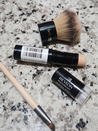Recensione-Fondotinta-Stick-Insta-Fix-Photoready-Revlon-bellezza-in-the-city