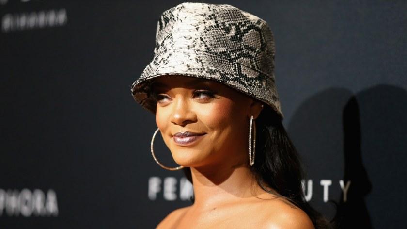 Rihanna_Bucket_Hat_Bellezza_in_the_City