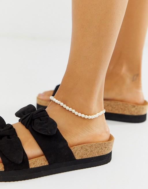 ASOS-DESIGN-Anklet-mini-Faux-Pearls-bellezzainthecity